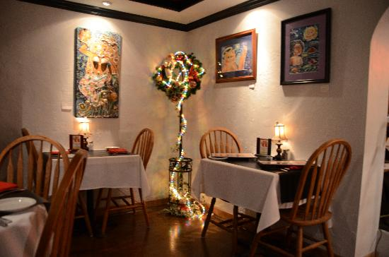 Art Alley Grille: Dining Room Interior