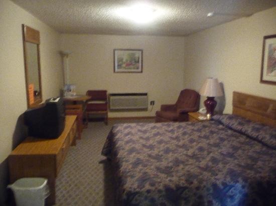 Bridgeport Inn: Large, clean and comfortable guest room