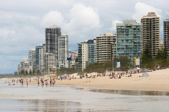 Surfer's Paradise Beach : Along the beach