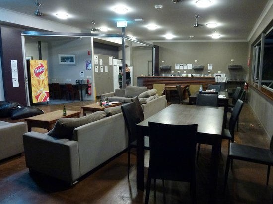 Global Backpackers: Kitchen & Common Room