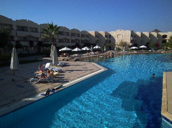 Sharm El Sheikh Marriott Resort: Stooort oppvarmet basseng for store og små.