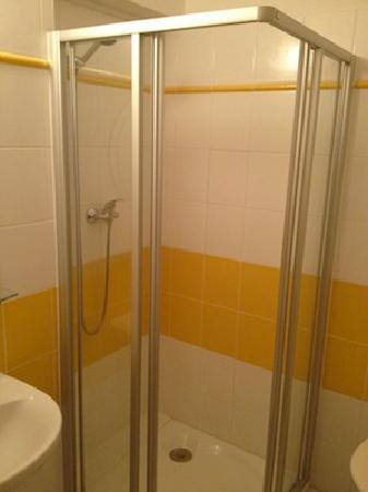 Hotel CHOTOL: Bathroom