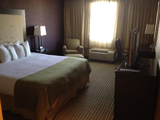 Holiday Inn Hotel & Suites Parsippany Fairfield: Bedroom of King 2-room Suite