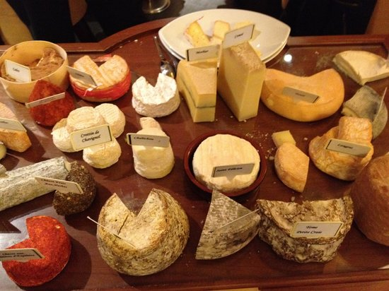 Savoie Bar: cheese cart