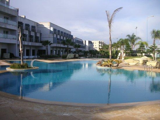 Avanti Mohammedia Hotel : PISCINA