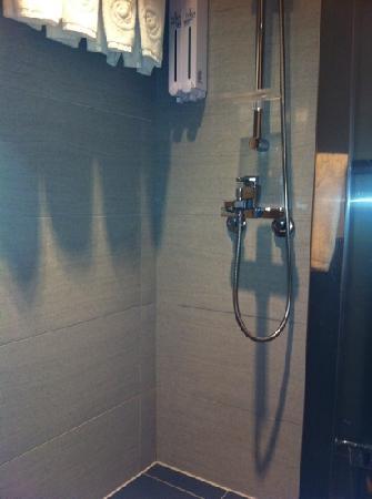 Hotel Puri Ximen Branch: shower room