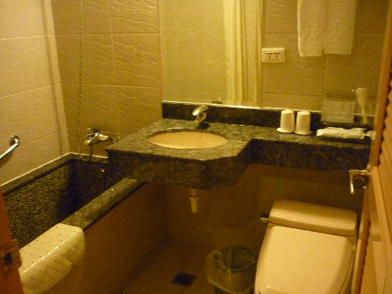 King Shi Hotel: Bathroom