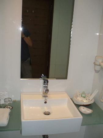 The Metropole Hotel: Bathroom