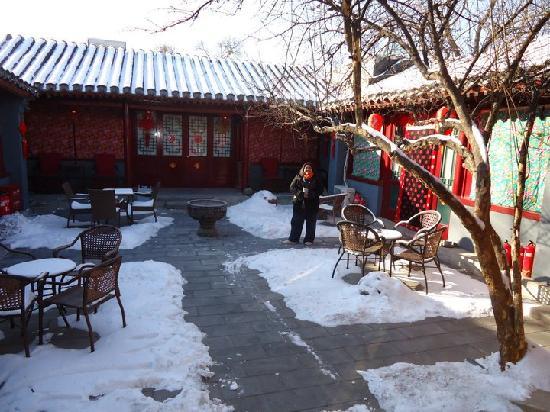 Red Lantern House: Red Lantern Courtyard in Winter