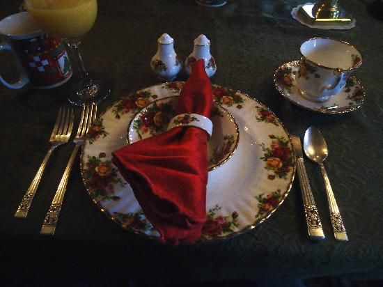 Captain Grant's, 1754: Placesetting, breakfast