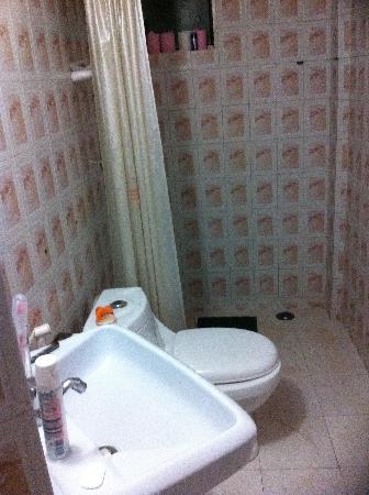 Santa Monica Resorte: room 111 bathroom