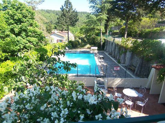 Auberge l'Eglantine: piscine de l'hôtel