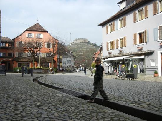 Die Krone with ruins in background