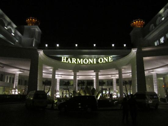 Harmoni One Convention Hotel and Service Apartments: Front view of hotel