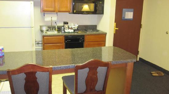Hampton Inn & Suites Atlanta - Galleria: bar stool area