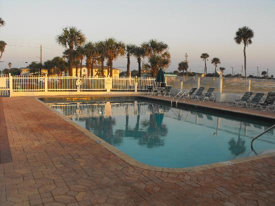 Relax With The Family By The Pool Picture Of Ocean Jewels Club Daytona Beach Tripadvisor