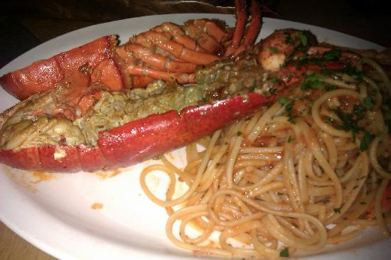 Cibo Wine Bar: Whole Lobster with pasta
