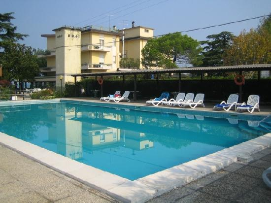 Piscina fantastico refrigerio con veduta hotel picture - Hotel con piscina verona ...