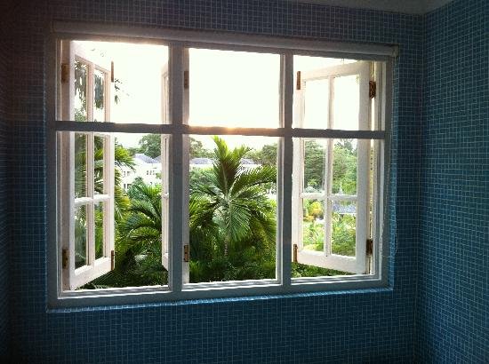 Couples Sans Souci: The view from our shower!