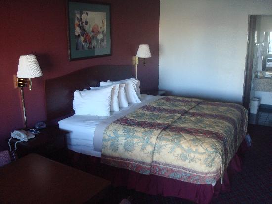 Days Inn Stillwater: King Bed