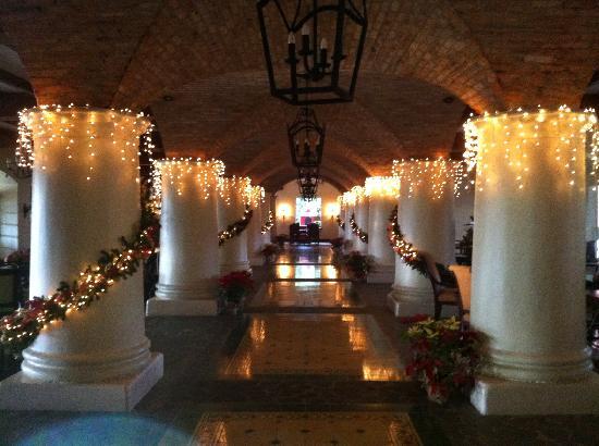 Los Suenos Marriott Ocean & Golf Resort: Christmas Lobby