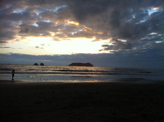Los Suenos Marriott Ocean & Golf Resort: Manuel Antonio Beach at Sunset