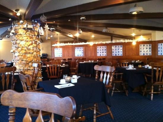 Qualicum Beach Inn: dinning room