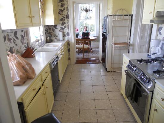 Jasmine House Inn: includes full kitchen, living room, and small dining room