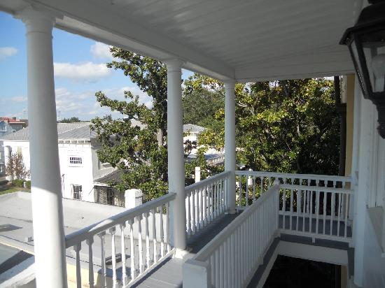 Jasmine House Inn: View from the 3rd floor porch