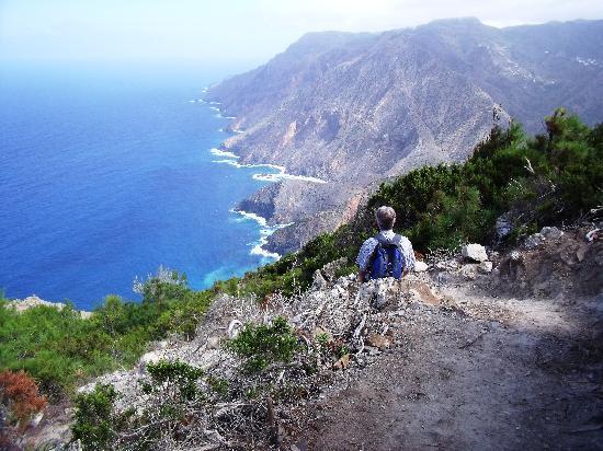 Coastal path leading to Playa de Vallehermoso
