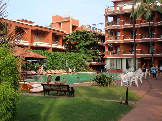 The Baga Marina Beach Resort & Hotel: Garden/Pool Area