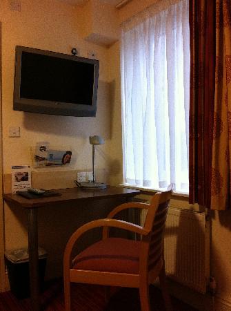 Comfort Inn London - Edgware Road: コメントを入力してください (必須)