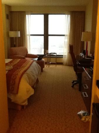 Lancaster Marriott at Penn Square: walking in the door -- even roomier than it looks