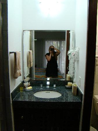 D'Angelos 5ta Avenida Hotel: baño