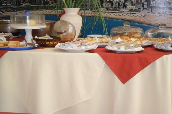 Etoile Hotel: desayuno