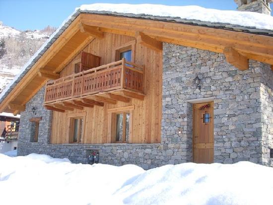 Casa mobile foto di green park village la salle for Case in pietra e legno