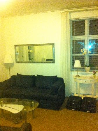 Bandholm Hotel: Suite - room - sofa
