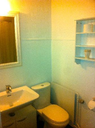 Bandholm Hotel: Small bathroom