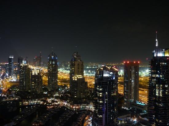 Dusit Residence Dubai Marina: View at night