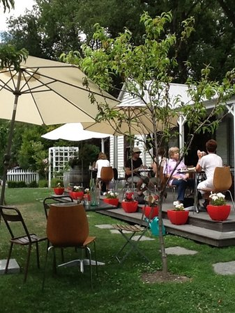Provisions of Arrowtown Cafe: back garden provides peaceful setting