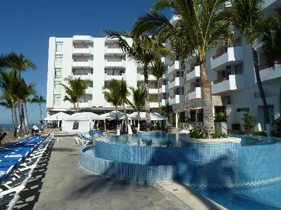 Oceano Palace Beach Hotel: Pool facing restaurants with rooms above.