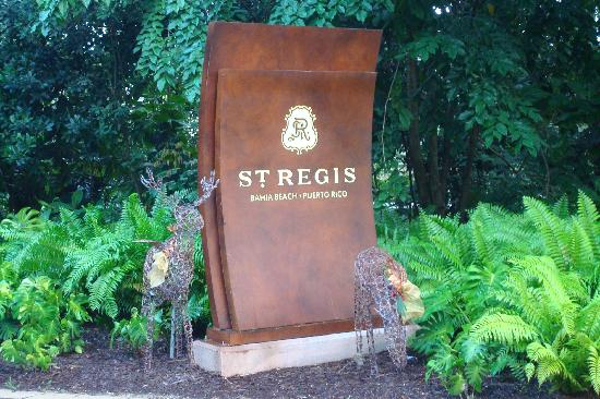 The St. Regis Bahia Beach Resort: Entrance