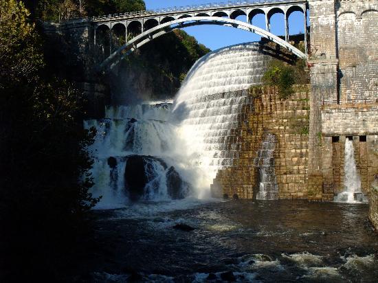 New Croton Dam: Main spillway