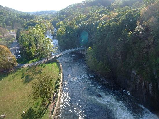 New Croton Dam: View down the Croton River