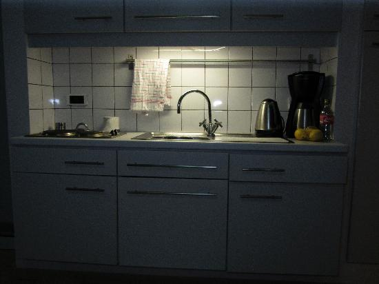 Bonaire Seaside Apartments: Kitchenette