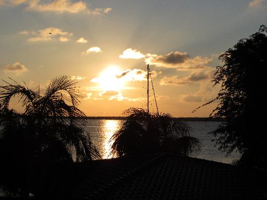 Bonaire Seaside Apartments: Sunset view from balcony