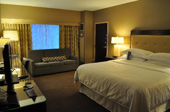 Sheraton Indianapolis Hotel at Keystone Crossing: Jr suite with a king.