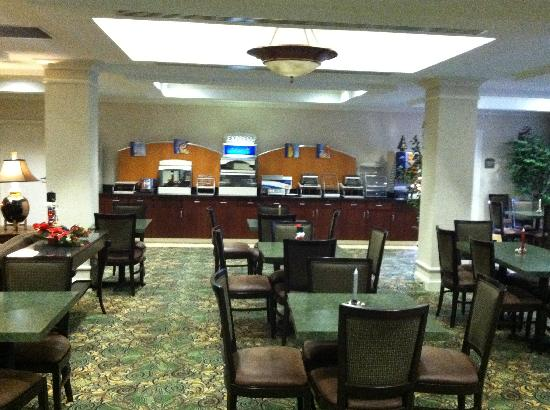 Holiday Inn Express & Suites Binghamton University-Vestal : Breakfast area