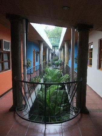 Arbol de Fuego Eco-Hotel: The open air hallway