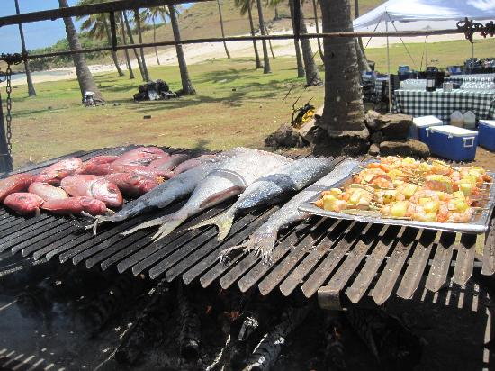explora Rapa Nui: Lunch buffet at Anakena beach
